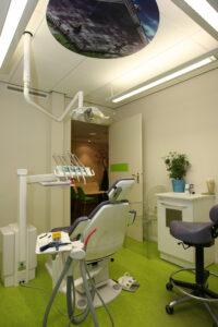 Behandelkamer (let op plafond decoratie!)